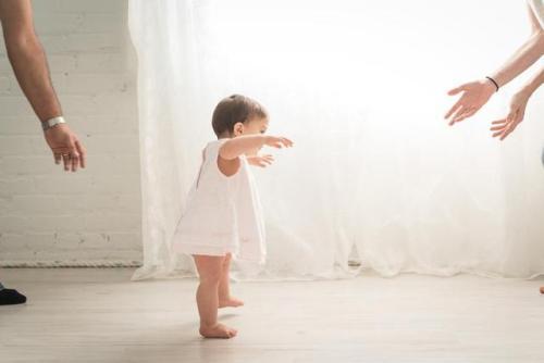 在时下怀起孕的孕妈妈而言,小宝宝将在2020鼠年出世。当不知道小孩实际的性別状况下,为她们起乳名变成了爸爸妈妈们先参照的事情。由于乳名不像别名一样,必须上户籍。因此起一个乳名能更强的让爸爸妈妈们在怀孕期与小宝宝沟通交流。因此相比别名而言,乳名都是爸爸妈妈们想知道的。